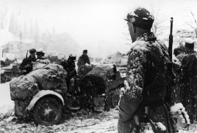 Soldati germani în campania din Caucaz, 22 decembrie 1942. Foto German Federal Archive, sursa Wikipedia.