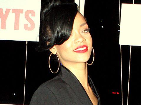 Cântăreaţa Rihanna a fost ameninţată cu moartea