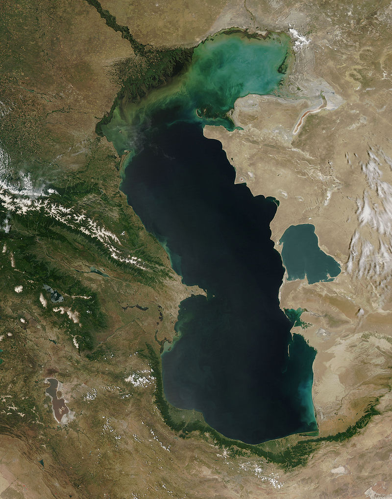 Marea Caspică văzută din orbită. Autor foto Jeff Schmaltz, MODIS Rapid Response Team, NASA/GSFC, sursă Wikipedia.