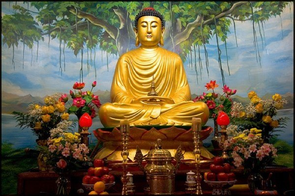 O statuie a lui Buddha emite raze miraculoase