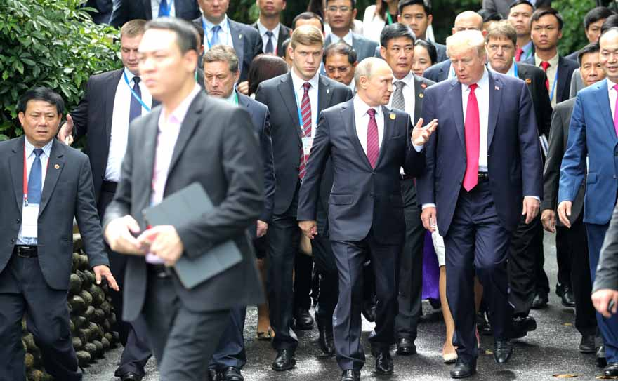 Vladimir_Putin_&_Donald_Trump_at_APEC_Summit_in_Da_Nang,_Vietnam,_11_November_2017