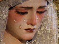 Ochii statuii Fecioarei sângerează