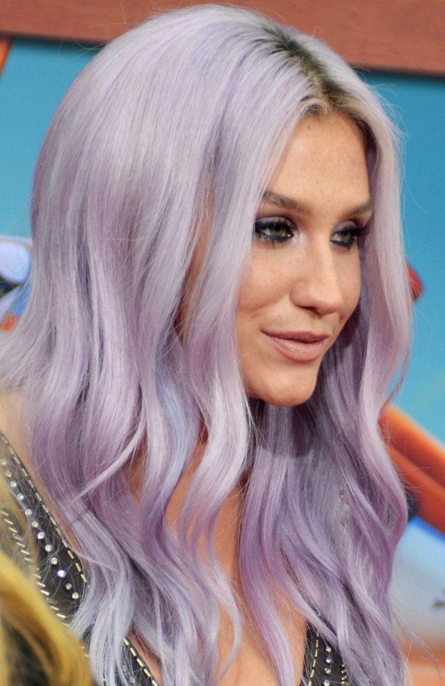 Kesha a avut o relaţie intimă cu o fantomă
